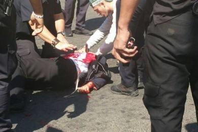 إصابة مستوطن وحارس أمن بعملية طعن بالقدس المحتلة