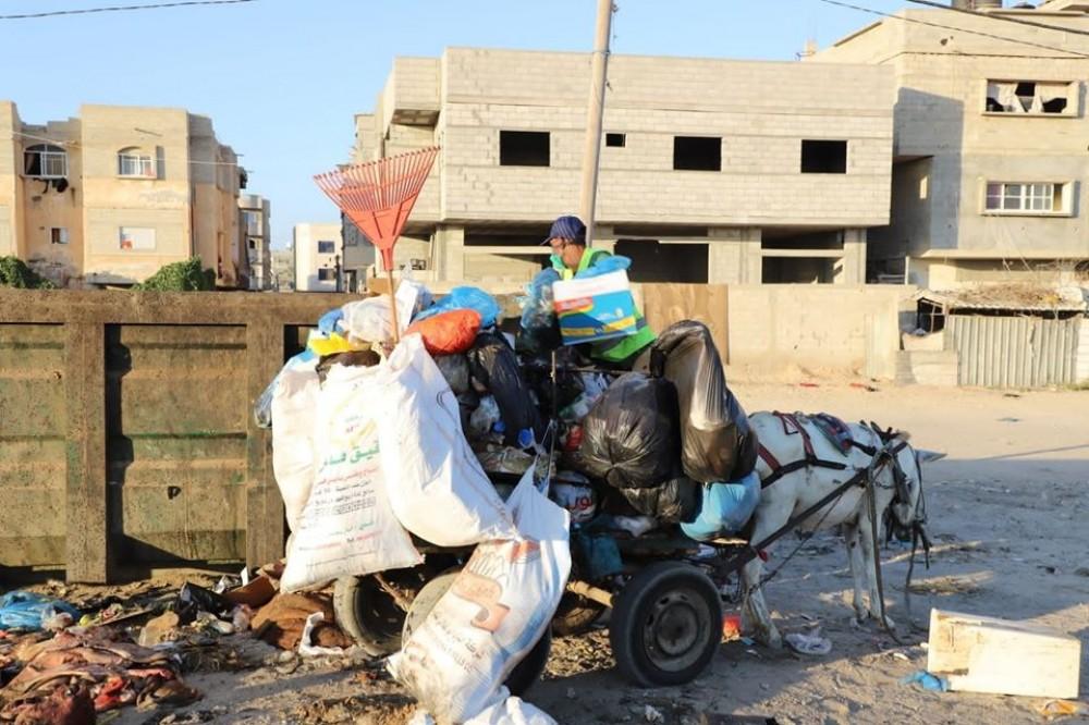 بلدية رفح ترحل 675 طن نفايات خلال عيد الأضحى