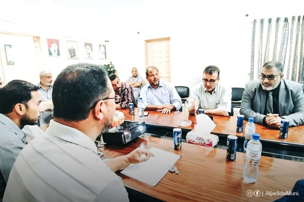 الحكم المحلي تطلع على مشاريع تطوير بلدية عبسان الجديدة