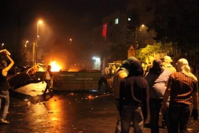الاحتلال يقمع تظاهرة منددة بقتل الشاب الحلاق بالقدس