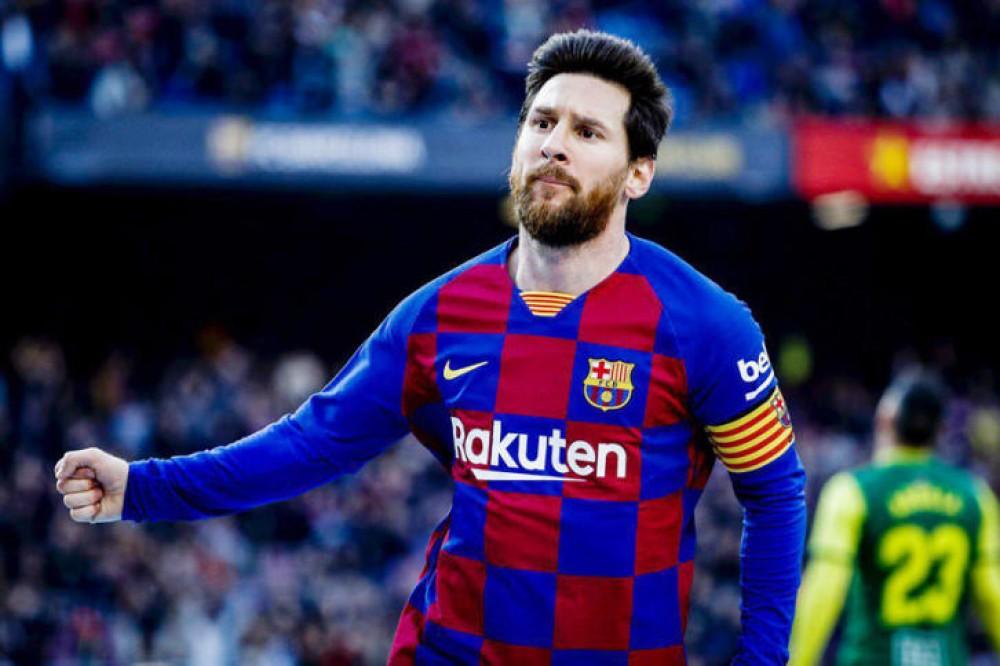 رباعية ميسي تعيد برشلونة للصدارة وليفانتي يداهم ريال مدريد