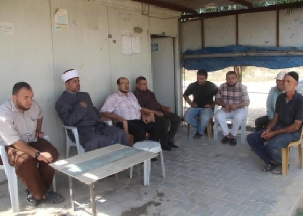 مدير أوقاف غزة يتفقد موظفي المقبرة الشرقية