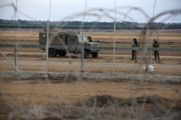 الاحتلال يعتقل 3 فلسطينيين حاولوا اجتياز حدود القطاع