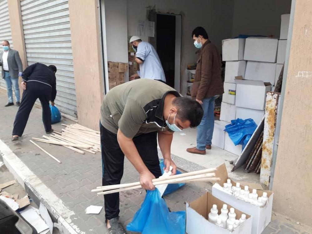 أوقاف غزة تشرع بتوزيع مواد نظافة على مساجد المحافظة