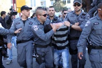 الاحتلال يعتقل فتى من القدس ويعتدي على والدته وشقيقه القاصر