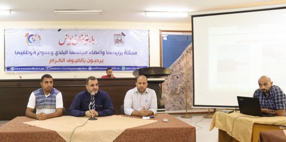 بلدية خان يونس تعقد  لقاءً بؤرياً لتقييم الآثار البيئية لتطوير  شارع(72)