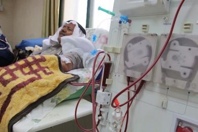 مواطن يعاني من تشوه بقدميه يناشد الحكومة لمساعدته