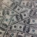 رجل يعثر على  40 الف دولار في وسادة.. وما فعله غير متوقع!