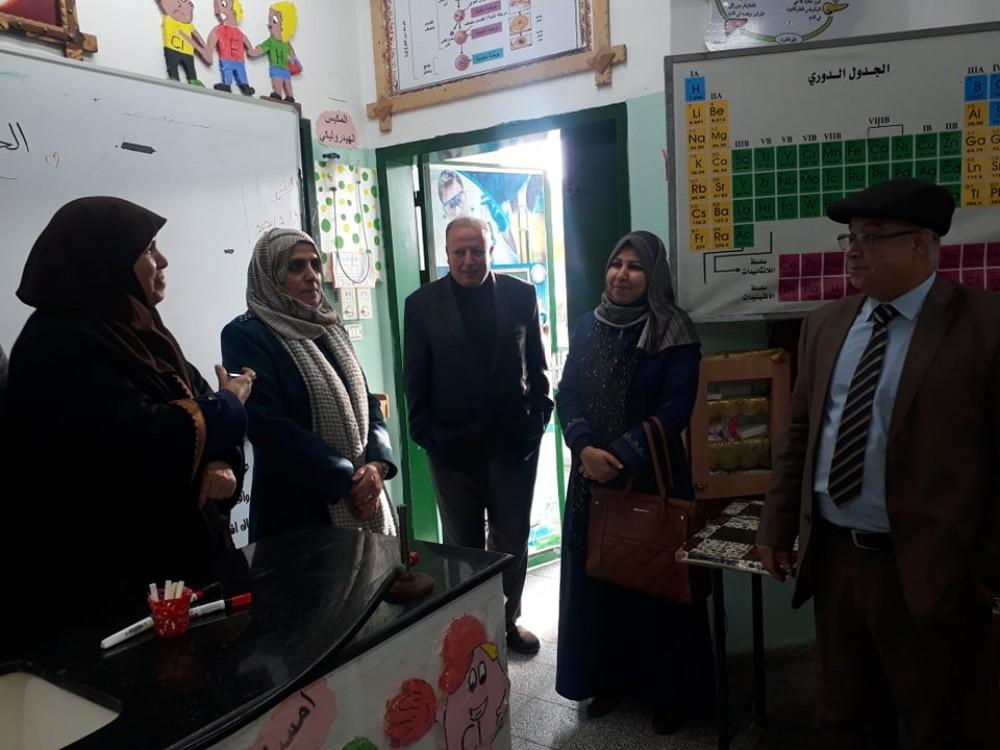 مدرسة ممدوح صيدم بالوسطى توظف تقنية الهولوجرام في شرح المنهاج