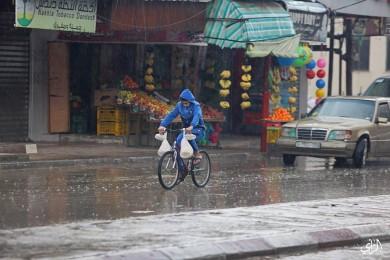 الطقس: أمطار متفرقة اليوم وغداً وارتفاع الحرارة الاثنين
