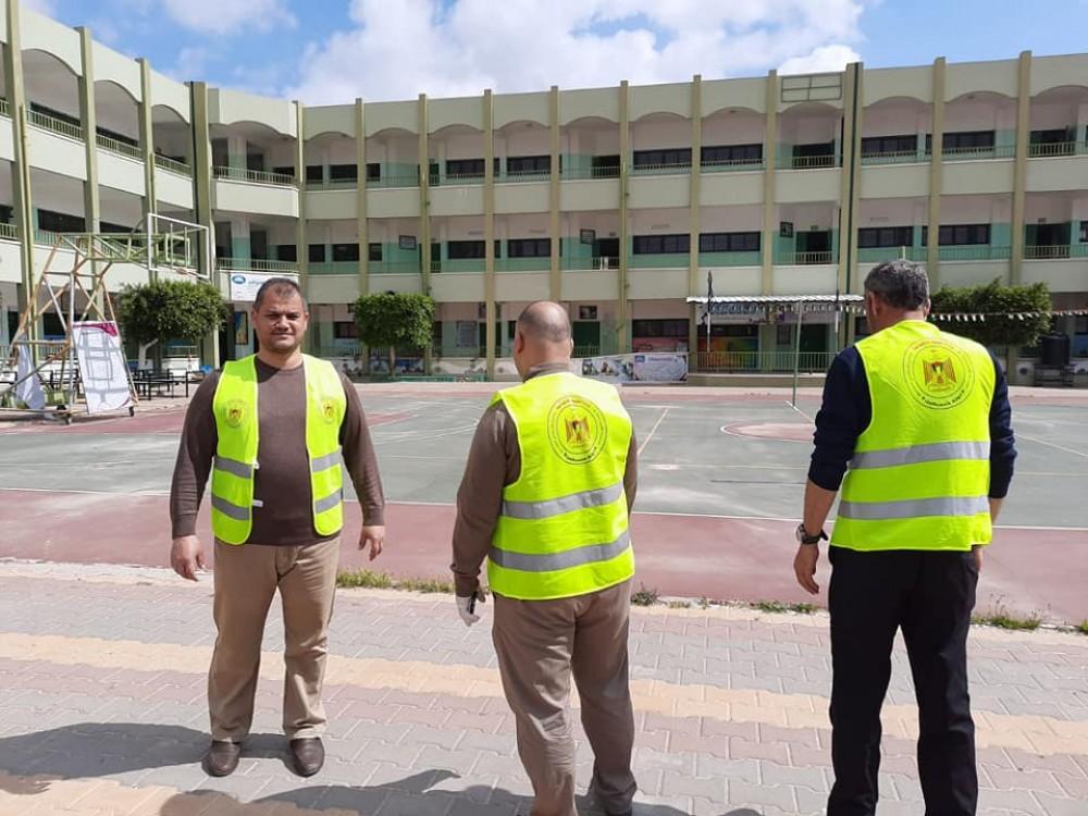 لجنة الطوارئ التابعة لوزارة التنمية الاجتماعية تجهز مدرسة احسان الاغا للحجر الصحي