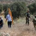 قوات الاحتلال تعتدي على قاطفي الزيتون - أرشيف