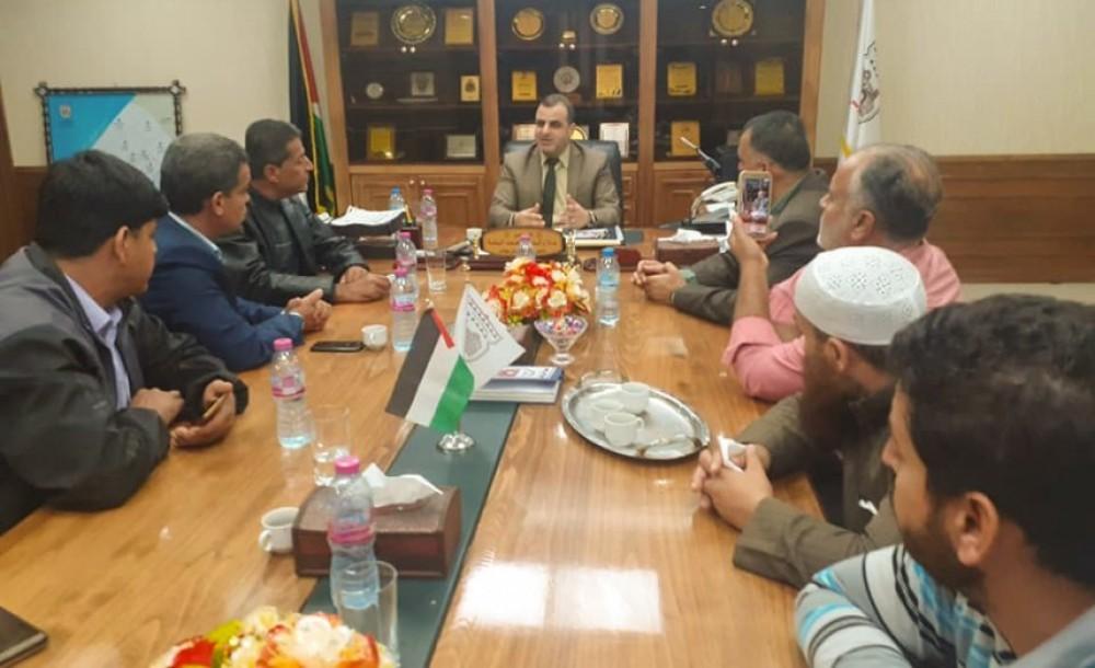 بلدية خان يونس ومجلس عائلة الشنا يبحثان تعزيز المبادرات المجتمعية