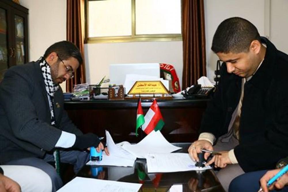 جانب من توقيع اتفاق لانشاء مركز عُمان للشلل الدماغي