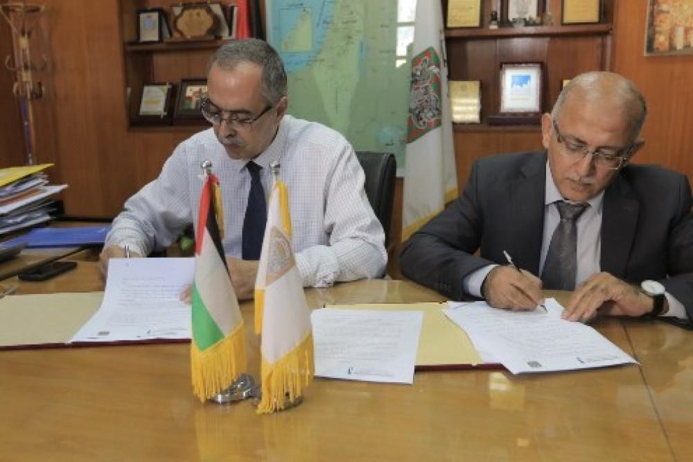 بلدية غزة والكلية الجامعية توقعان اتفاقية لتعزيز التعاون