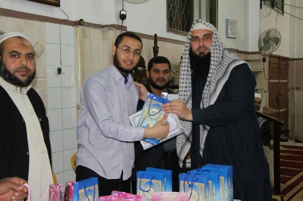تحفيظ غزة بالأوقاف يُكرم كوكبة من حفظة القرآن