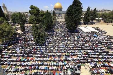 أكثر من 50 ألف فلسطيني أدو صلاة الجمعة في الأقصى