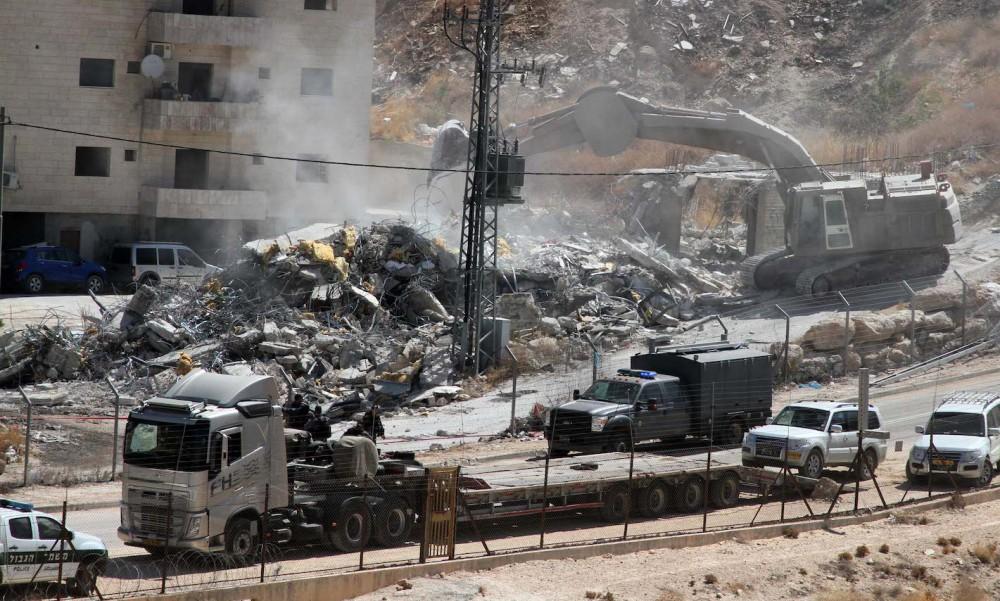 قوات الاحتلال تهدم منزل