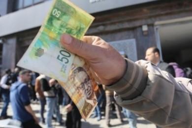 موظفو غزة يناشدون البنوك بتجميد الخصومات