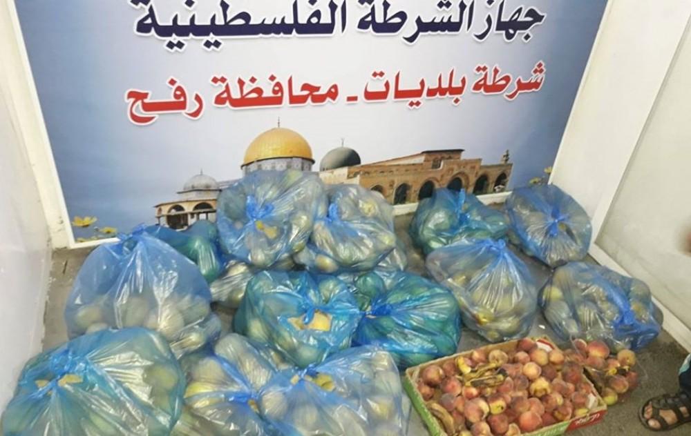 شرطة البلديات برفح تضبط 250 كيلو جرام من الفواكه الفاسدة