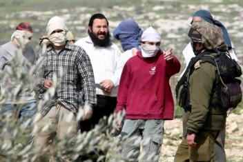 مستوطنون يعتدون بالضرب على مزارع جنوب بيت لحم