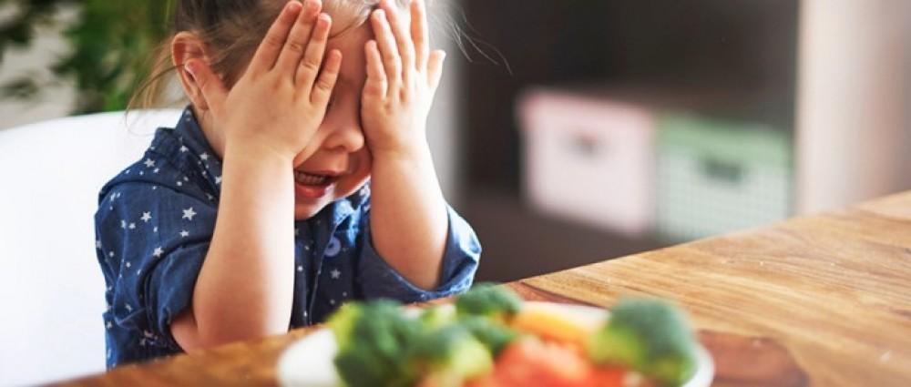 حالة مرضية غريبة: فتاة لا تأكل إلا نوعين من الطعام فقط