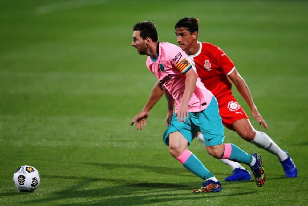 ميسي يسجل ثنائية ويقود برشلونة للفوز وديا على جيرونا