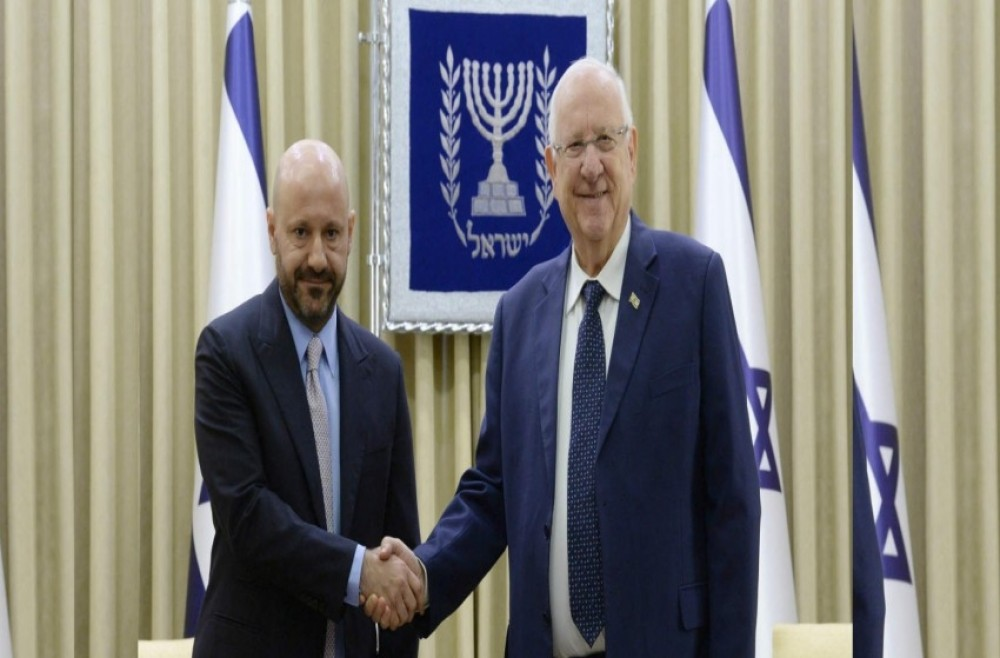 ريفلين يستقبل اللبناني الذي تبرع بمقتنيات هتلر لإسرائيل