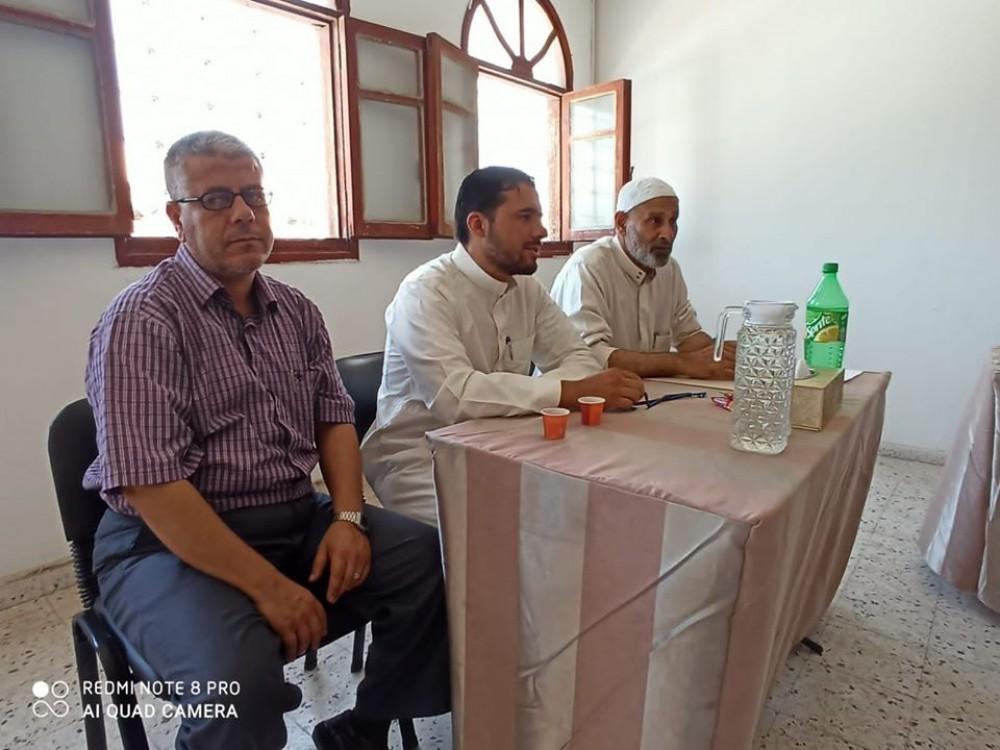 مدير أوقاف خان يونس يعقد اجتماعاً مع إداريي الزكاة بالمحافظة
