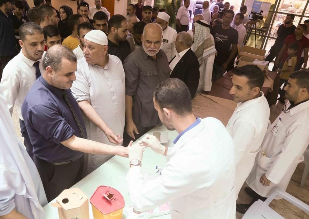 بلدية خان يونس تنظم حملة تبرع بالدعم ووقفة تضامنًا مع لبنان