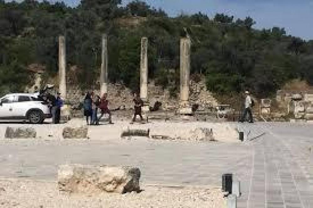 مستوطنون يقتحمون موقعاً أثرياً في سبسطية شمال نابلس