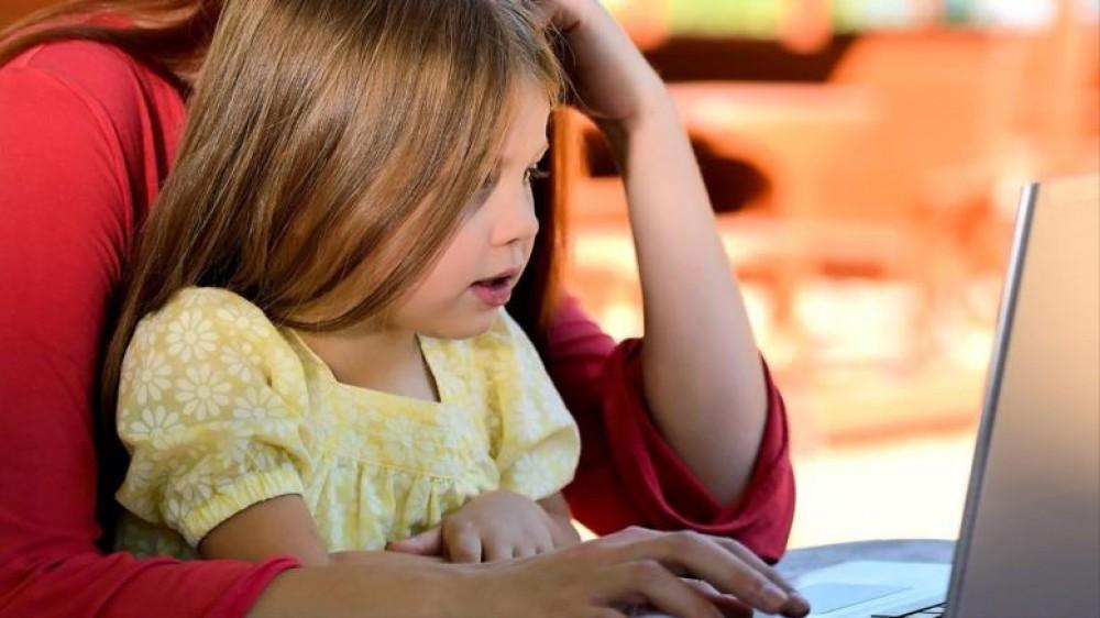 كيف تعمل من المنزل دون أن يتعبك اطفالك؟