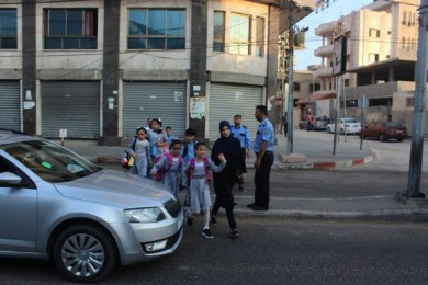 """"""" شرطة المرور"""" تُؤمن دخول الطلبة للمدارس مع بداية العام الدراسى"""