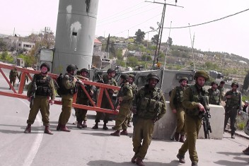 الاحتلال يطلق النار تجاه فتاة بزعم محاولتها طعن جندي