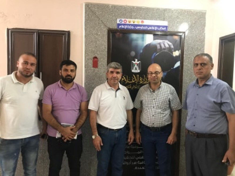 الإعلام الحكومي يعزز  التعاون المشترك مع بلدية خان يونس