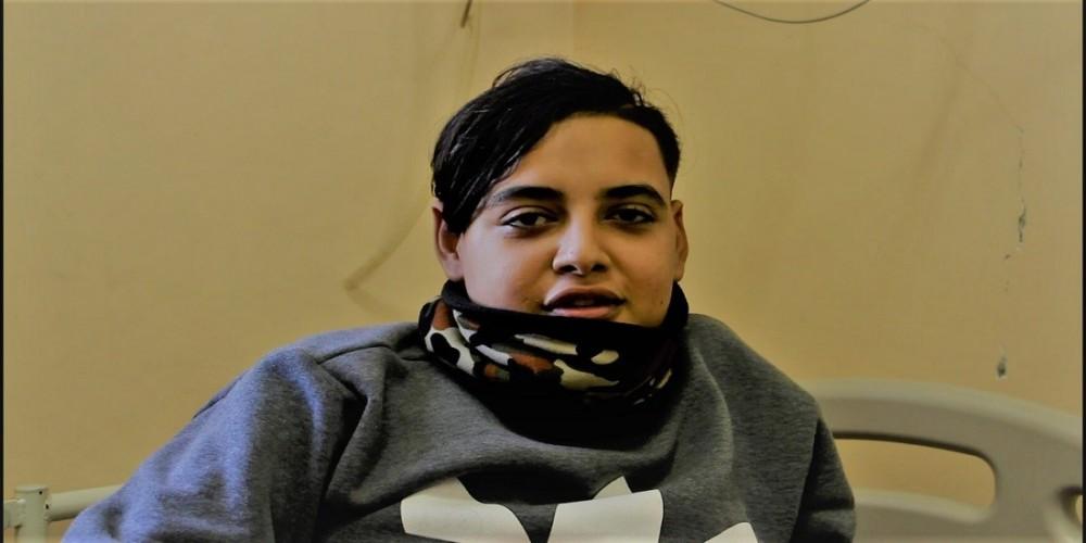 الطفل أحمد على أمل جديد مع الحياة بعد اجراءه لعملية زراعة كلى