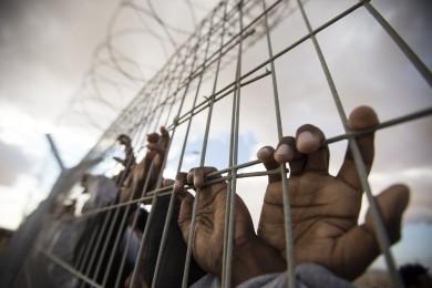 الاحتلال يصدر 37 أمر اعتقال إداريًا بحق أسرى