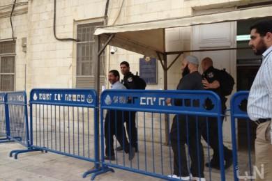 محاكم الاحتلال تمدد اعتقال 90 أسيرًا