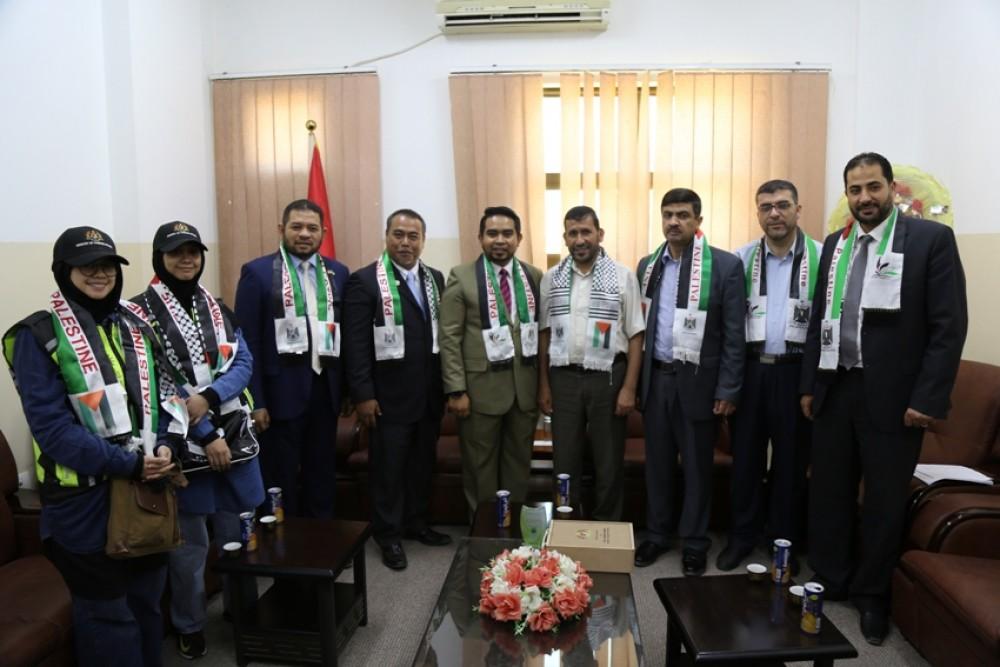 وزارة التعليم تطلع وفداً ماليزياً على واقع العملية التعليمية بغزة
