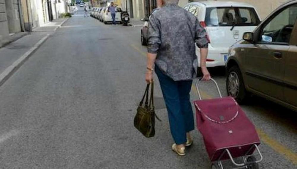 280 يورو غرامة لإيطالية ذهبت للتسوق 11 مرة في يوم واحد