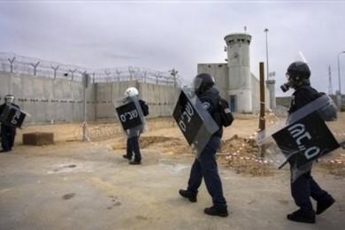 توتر في سجن النقب بعد إقامة  بيت عزاء للشهيد فقهاء