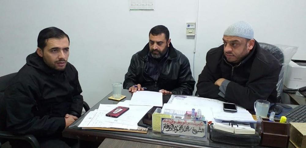 مدير أوقاف خان يونس يعقد اجتماعًا مع موظفي قسم الوعظ