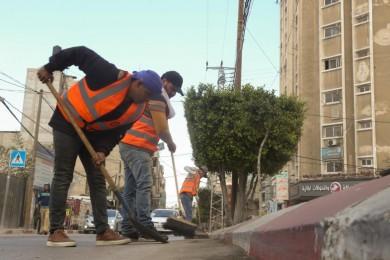 بلدية خان يونس تشرع بتنفيذ مشروع الجمع الأولي للنفايات الصلبة