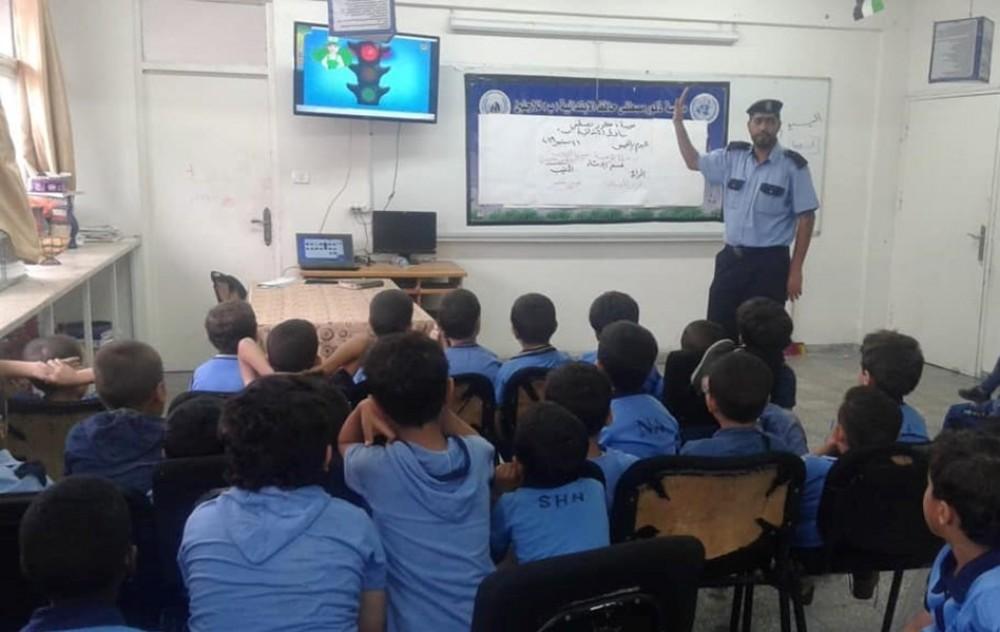 مرور خان يونس يختتم سلسلة محاضرات توعوية لطلبة مدرسة مصطفى حافظ