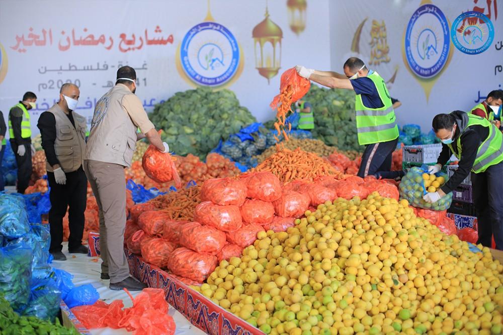 قوافل الخير: (2260) سلة خضار وُزعت على الأسر المتعففة في غزة