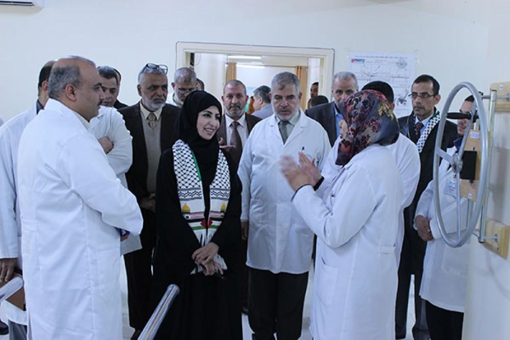 وفد قطري خلال تفقده مستشفى الوفاء