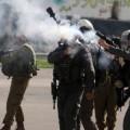 قوات الاحتلال تطلق قنابل الغاز