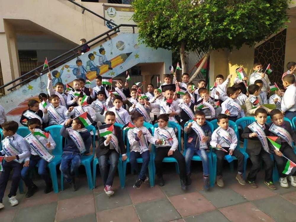 مدرسة الرافعي الأساسية بمديرية شمال غزة تكرم طلبتها المتفوقين