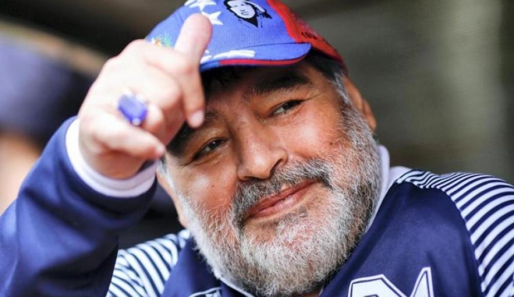 وفاة أسطورة كرة القدم الأرجنتينية مارادونا عن 60 عامًا