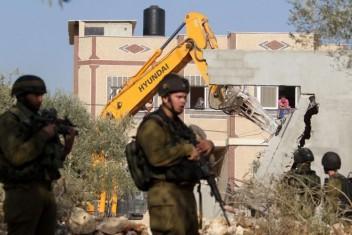 الاحتلال يسلم قرارا إداريا بهدم منزل غرب بيت لحم